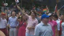 Kanada Başbakanı Onur Yürüyüşünde