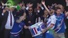 Euro 2016'da Ülkeye Dönen İzlanda Milli Takımına Müthiş Karşılama.