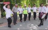 Halay Eşliğinde Çevirme Yapan Trafik Polisleri
