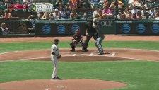 Beyzbol'da Oyuncunun Vurduğu Topun Seyircinin İçkisine İsabet Etmesi