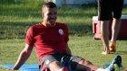 Podolski'nin Kulüp Malzemecisine Yaptığı Patlayan Sigara Şakası