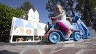 Torunları İçin Evinin Arka Bahçesini Minyatür Disneyland'e Çeviren Dede