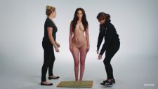 Vücut Boyama Sanatı İle Kadın Mayosunun 100 Yıllık Değişimini Anlatmak