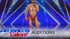 Yetenek Yarışması'nda Zekice Hazırlanan ve Ağızları Açık Bırakacak Performans