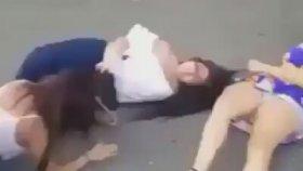 Konvoy Şeklinde Acımasız Kız Kavgası