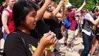 Pokemon Yakalamak İçin Toplanan Yüzlerce İnsan Pokemon Şarkısı Söyledi