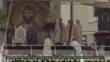 Papa'nın Düştüğü An Kameralara Yansıdı
