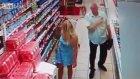 Markette Kadının Etek Altı Fotoğrafını Çeken Yaşlı Adam