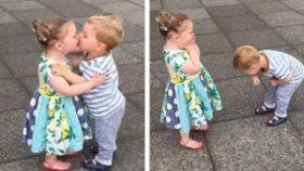 Birbirlerini Öpüp Sonra Kahkaha Atan Bebekler
