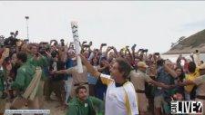 Rıo Olympıc 2016 Brazilian Surfer Delivers Olympic Torch 2016