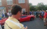 Eski Mercedes'i ile 300 Bin Dolarlık Ferrari'nin Üzerine Çıkan Şanssız Kadın