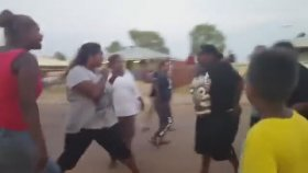 Avustralya'da Gerçekleşen Sürreal Mahalle Kavgası