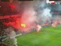 Galatasaray Taraftarlarının Kendi Kale Tarafına Meşale Atması