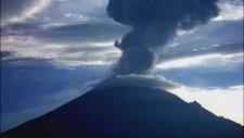 Yanardağdan Püsküren Volkanik Küller Böyle Görüntülendi