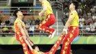 Rio'da İp Atlama Gösterisi İçin İp Yerine İnsan Kullandı