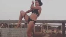 Seksi Kızın Direk Dansı İle İmtihanı