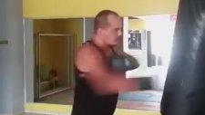 Arda Kural'dan Rocky Kokan Boks Antrenmanı