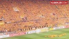Dynamo Dresden - RB Leipzig Maçında Stadyuma Boğa Kafası Attılar