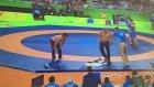 Rio'da Moğol Antrenörlerin Hakemleri Soyunarak Protesto Etmesi