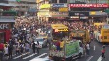 Taipei'de Pokemon Arayan Çılgın İnsanlar