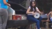 Rus Kızdan Beklenmedik Darbuka Performansı