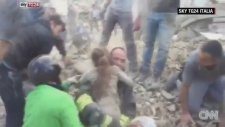 İtalya'daki Depremde Mucizevi Kurtuluş