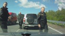 Sivil Araçlı Polisleri Sollamak
