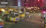 Çin'de 24 Yıllık Köprüyü 86 İş Makinesinin Yıkması