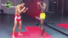 Muay Thai antrenmanında inanılmaz anlar