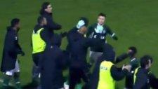 Gol sonrası futbolcuları kovaladı