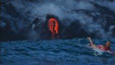 Yanardağın Kenarında Sörf Yapan Hatun