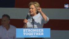Hillary Clinton Öksürük Krizine Tutuldu