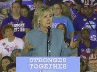 Hillary'in Mitingte Garip Şekilde Korkması
