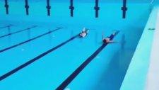 Boş Havuz Yüzücüleri