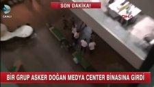 Darbeci Askerler, CNN TÜRK ve KANAL D ( Doğan TV Centre ) Binasını Zorla Basıyorlar - 15 Temmuz Darb