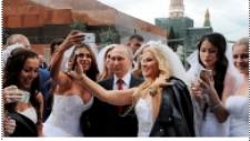 Rus Gelinlerin Putin'in Etrafını Sardığı Anlar
