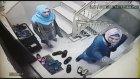 Güvenlik Kamerasını Görünce Kaçan Hırsızlar
