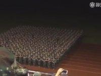 Çinli Askeri Kızların Sene Sonu Gösterisi