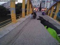 Motosiklet Hırsızlarının Peşinden Giden Adam