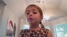 Makyaj Yapma Videosu Çekerken Müptezel Olan Küçük Kız