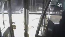 Metrobüs Kazasında Yolcunun Şoföre Şemsiyeyle Vurma Anı Görüntüsü 23 Eylül 2016
