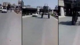 Motosiklet İle Traktörün Altından Geçen Adanalılar