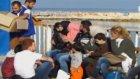 Botları Batmak Üzere Olan Sığınmacılar Son Anda Kurtarıldı