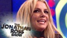 Helyum Gazı Çekerek Taylor Swift Taklidi Yapan Britney Spears