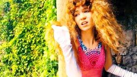 Grimes - World Princess, Part. II