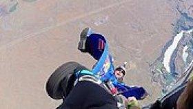 Wingsuit Yapacakken Uçağın Tekerleğine Takılan Talihsiz Adam