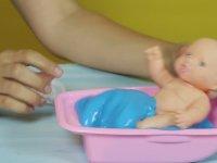 Oyuncak Bebek Kaka Yapıyor