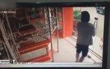 Silahı Görünce Süt Dökmüş Kediye Dönen Hırsız