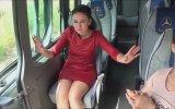 Servis Minibüsüyle Evlilik Teklifi Yapmak