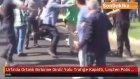 Urfa'da Ortalık Birbirine Girdi! Yolu Trafiğe Kapattı, Linçten Polis Kurtardı
